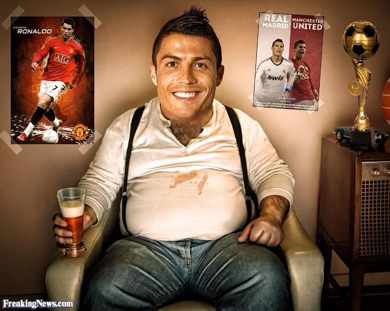 Fat-Cristiano-Ronaldo-Drinking-Beer--125571.jpg