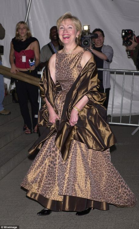 2FA607C300000578-3376503-Risk_taker_Hillary_rocked_this_leopard_dress_in_2001_but_her_wri-a-4_1451342398774.thumb.jpg.f6be47beb18219c844f0199df3016237.jpg