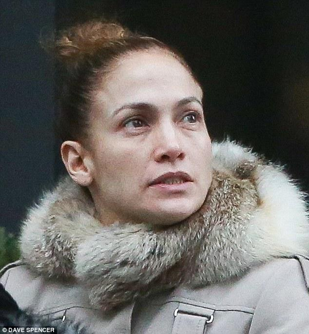24FD682A00000578-2924170-Her_true_face_Jennifer_Lopez_was_spotted_on_Friday_without_a_scr-m-1_1422053783324.jpg