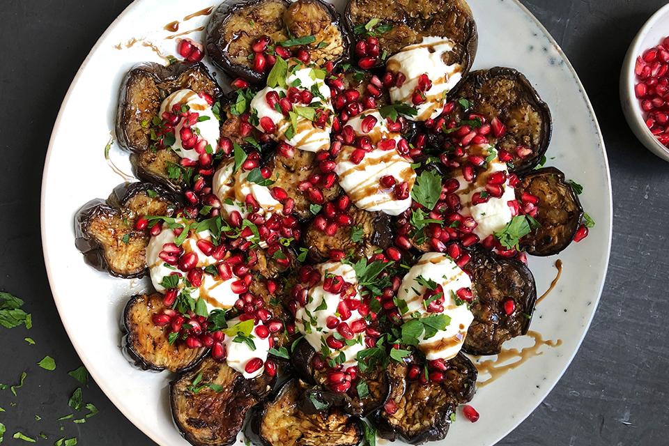 Grillet-auberginesalat-med-granatepler-.jpeg